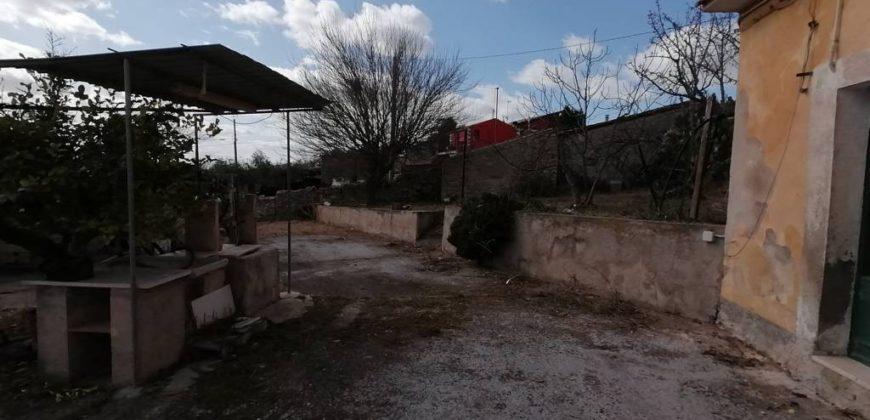 casa rurale con terreno