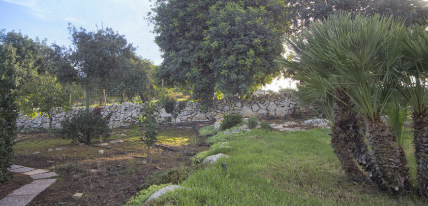 villino bifamiliare con ampio giardino