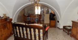 palazzo con orto interno