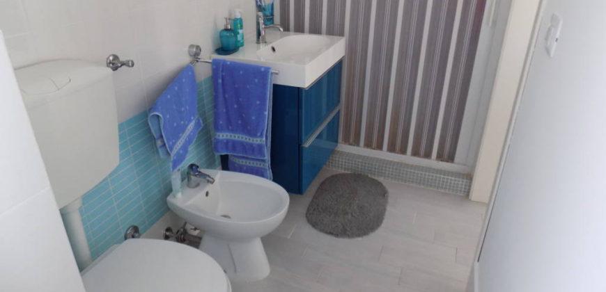 appartamento mansardato in residence con piscina