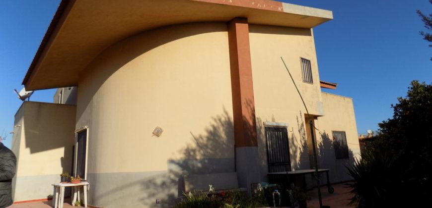Villa unifamiliare con giardino